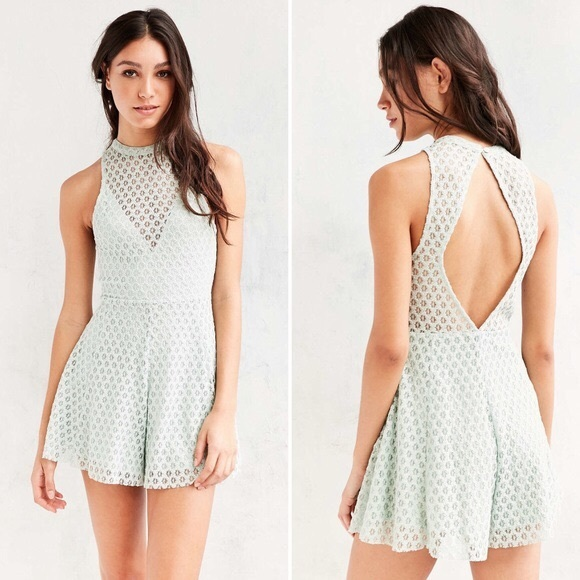 🐣URBAN OUTFITTERS MINT GREEN LACE ROMPER SIZE XS